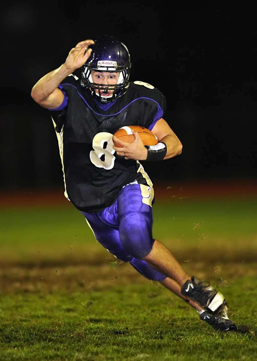 Islip's Joe Sabbatino breaks for the goal line