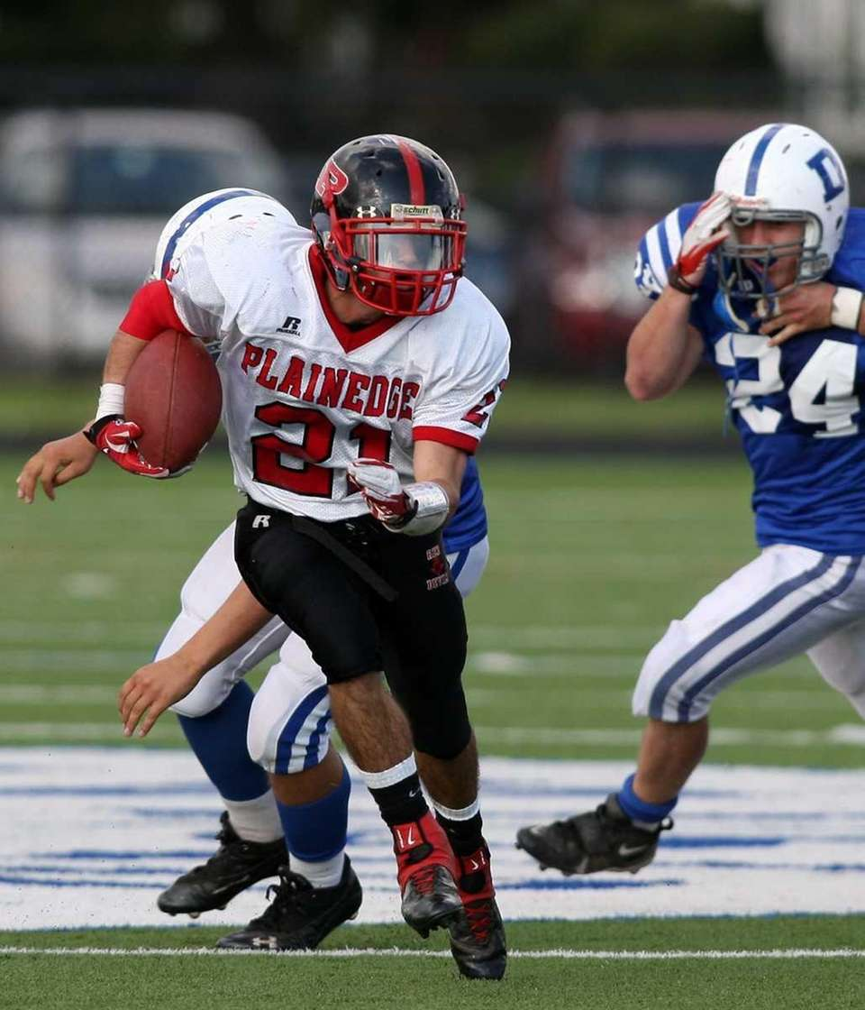 Plainedge #21 Ralph Caccavale beats the Division defenders
