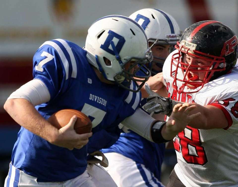 Plainedge #58 Anthony Licata makes a grab for