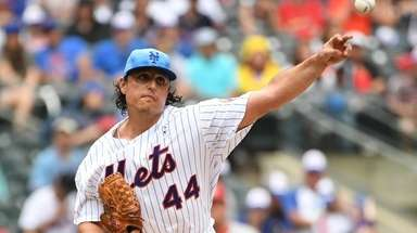 Mets starter Jason Vargas allowed only one hit,