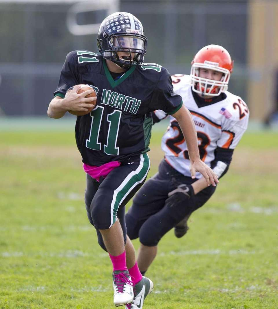 Anthony Martelli, quarterback for Valley Stream North runs