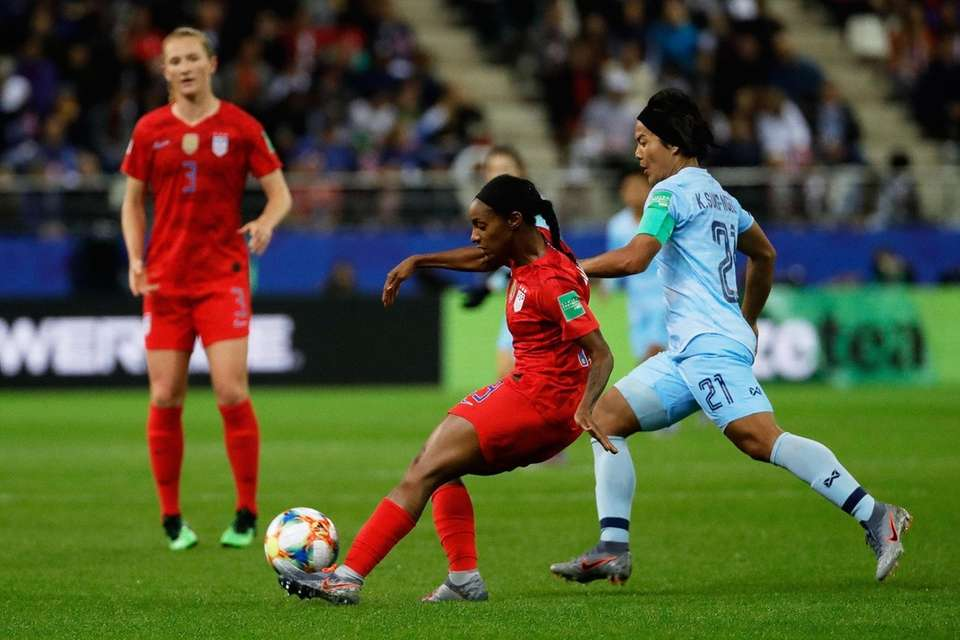 United States defender Crystal Dunn vies for the
