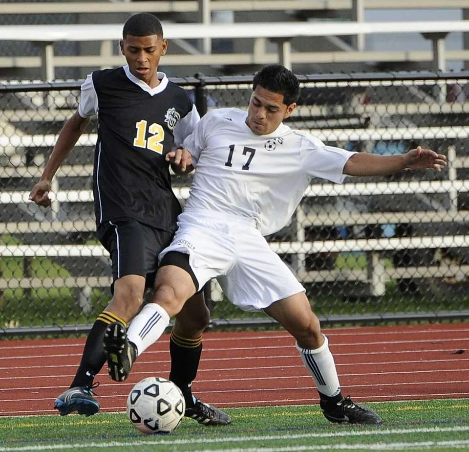 Hicksville's Christian Bonilla, right, battles for possession with