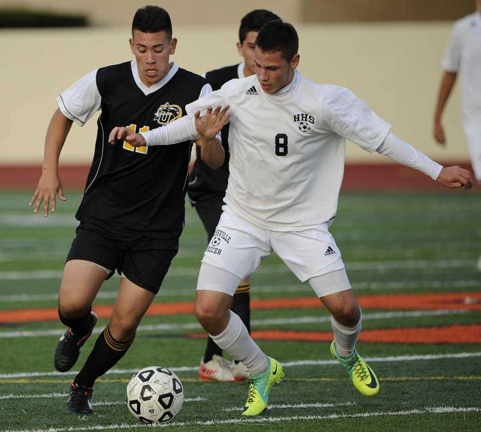 Hicksville's Robert Aranov, right, and Uniondale's Frankie Villegas,