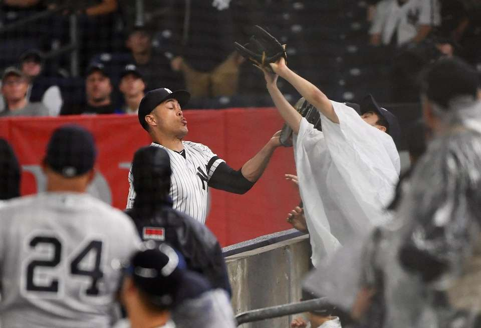 New York Yankees right fielder Giancarlo Stanton makes