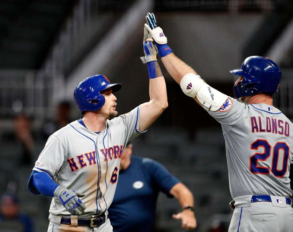The Mets' Jeff McNeil gets a high five