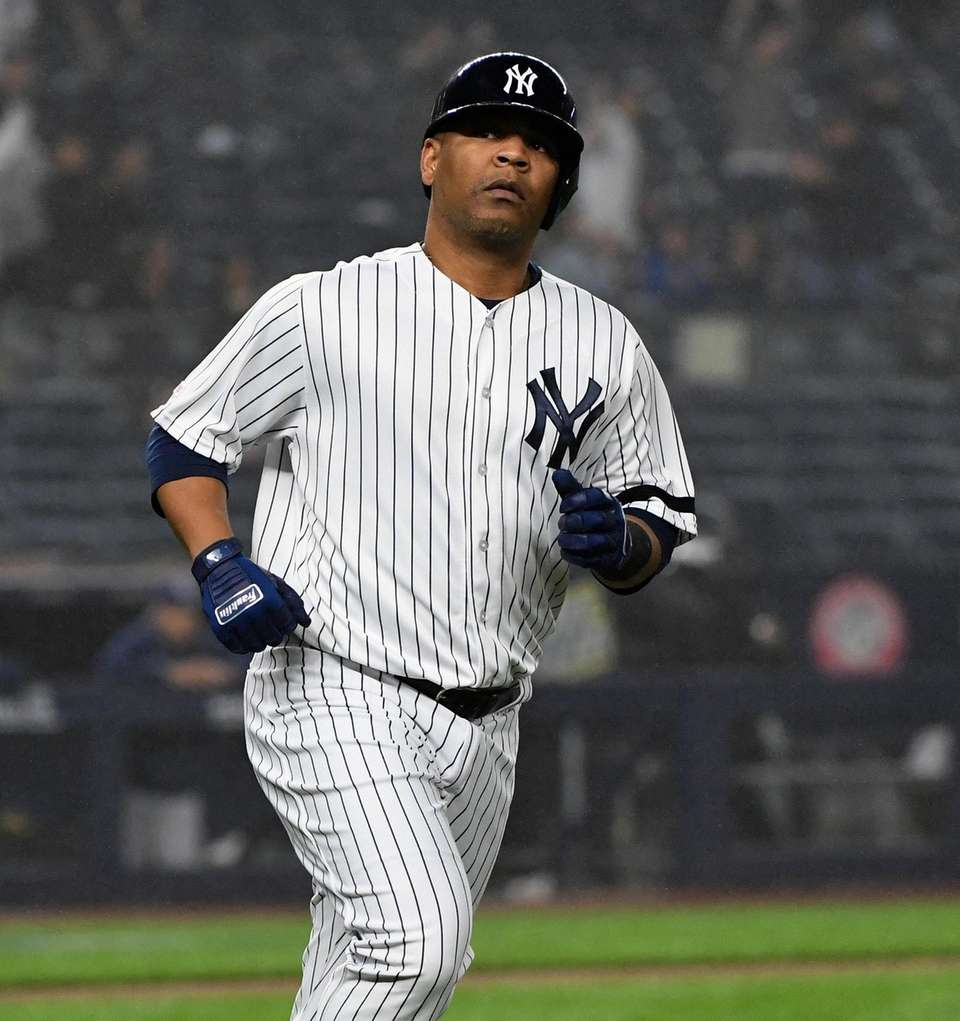 New York Yankees designated hitter Edwin Encarnacion runs