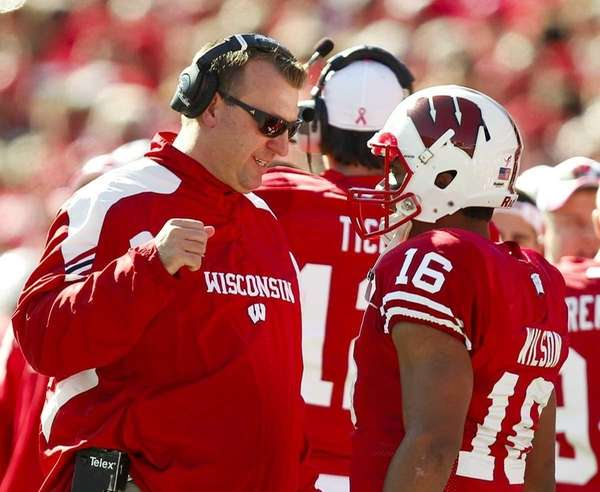 Wisconsin coach Bret Bielema, left, talks with quarterback