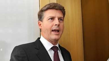 Yankees owner Hal Steinbrenner speaks after a meeting