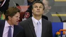 Detroit Red Wings head coach Mike Babcock, left,