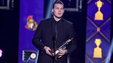 Robin Lehner of the Islanders accepts the Bill