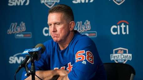 NY Mets pitching coach Dave Eiland talks to