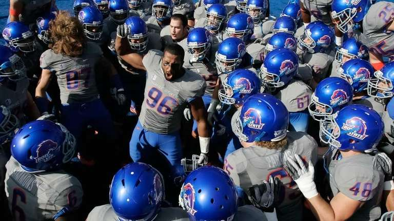 Jarrell Root of the Boise State Broncos psyches