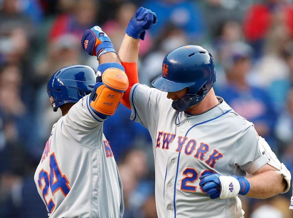 New York Mets' Pete Alonso, right, celebrates his