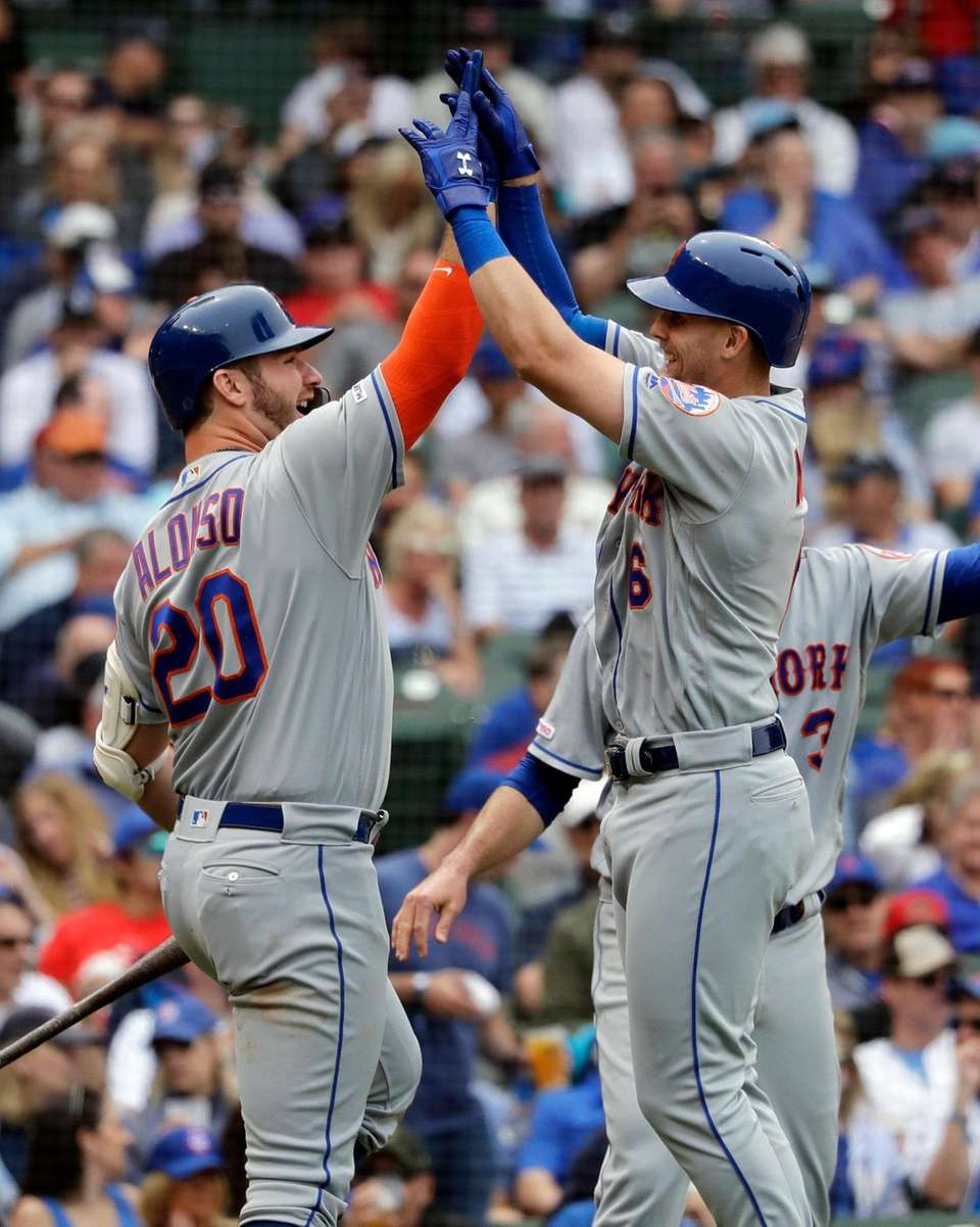 New York Mets' Jeff McNeil, right, celebrates with