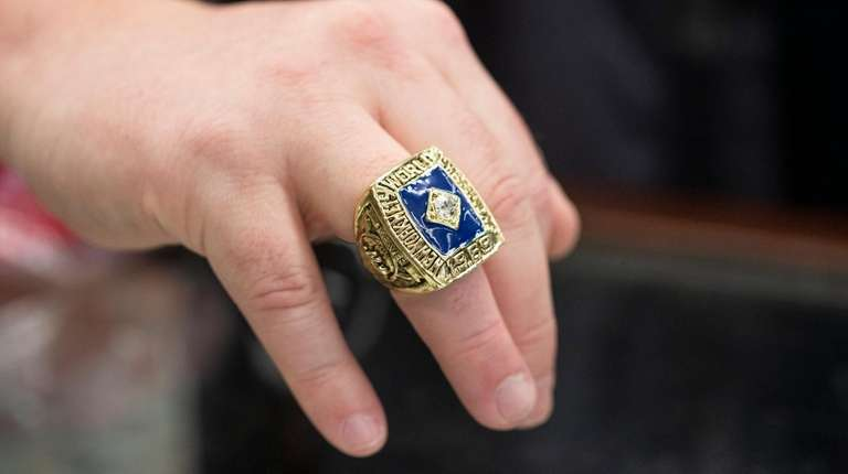 A 1969 Mets replica ring sold by Billy