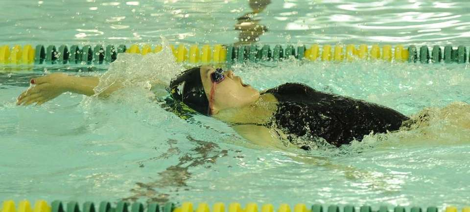 Ward Melville's Liyan Yao swim to a first