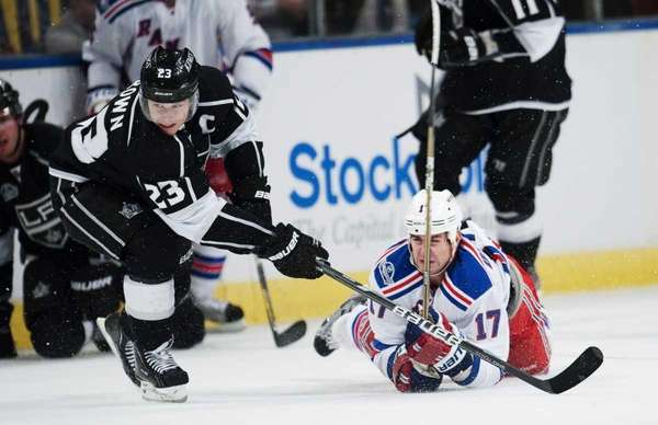 Los Angeles Kings's Dustin Brown (L) vies against