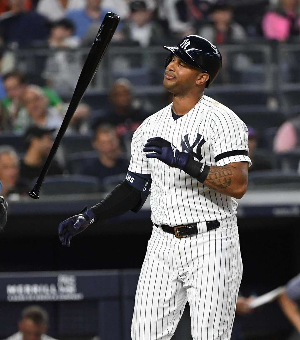 The Yankees' Aaron Hicks reacts after he strikes