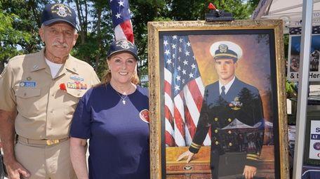 Maureen Murphy, center, mother of the late Navy