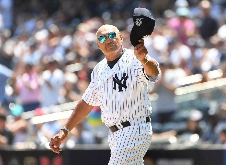 New York Yankees former player Reggie Jackson waves