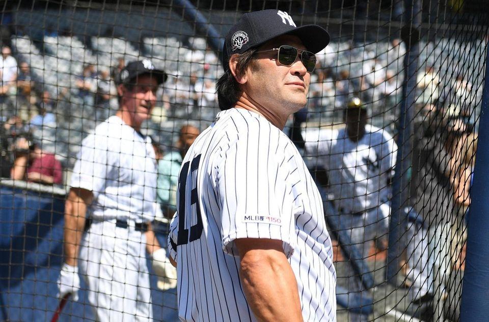 New York Yankees former player Johnny Damon looks
