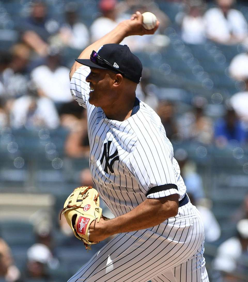 Former Yankees closer Marino Rivera delivers a pitch