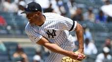 Former Yankees closer Mariano Rivera delivers a pitch