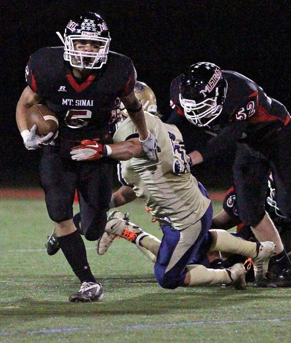 Mt. Sinai RB Mark Donadio #5 breaks the