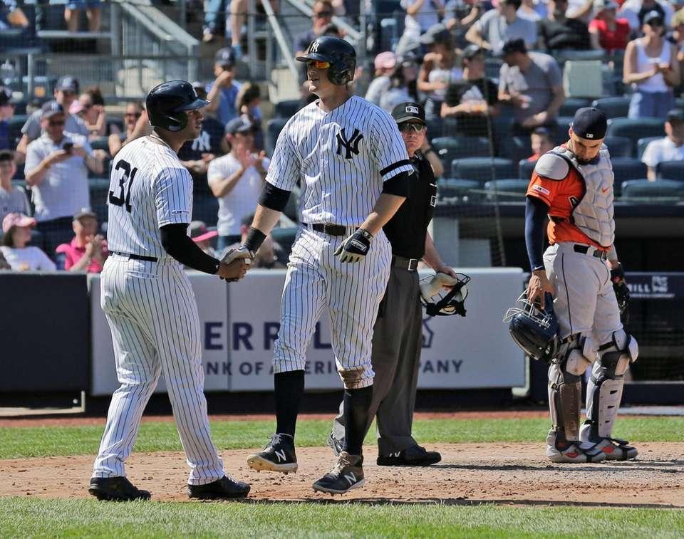 New York Yankees' DJ LeMahieu, second from left,