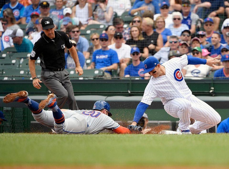 CHICAGO, ILLINOIS - JUNE 23: Anthony Rizzo #44