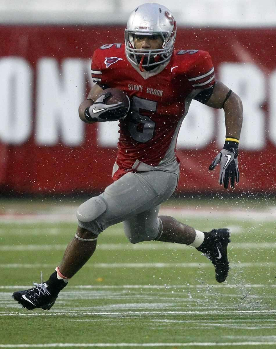 Stony Brook running back Miguel Maysonet (5) turns