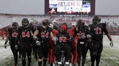 Former Rutgers football player Eric LeGrand (52), center