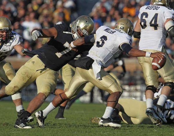 Stephen Tuitt #7 of the Notre Dame Fighting
