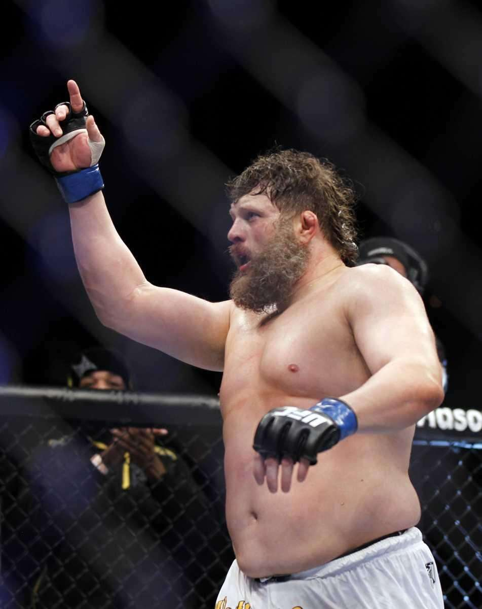 Roy Nelson celebrates his victory over Mirko Cro