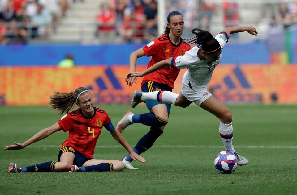 Spain's Irene Paredes, left, challenges United States' Alex