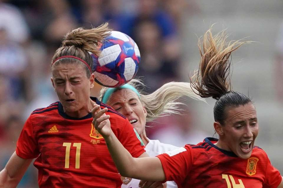 United States' midfielder Julie Ertz (C) vies with