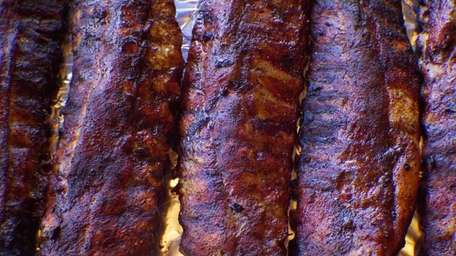 At Mara's Homemade in Syosset, ribs star on