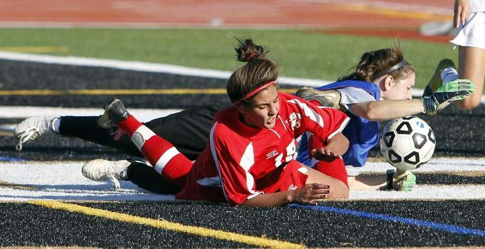 Sachem North keeper Erin McNulty controls the loose