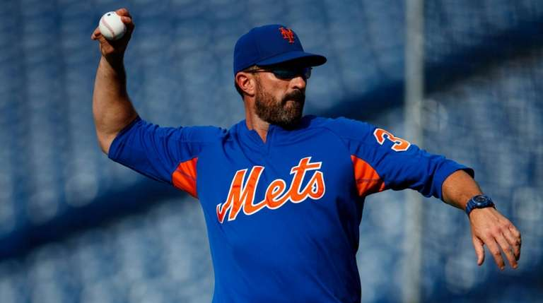 Mets manager Mickey Callaway throws batting practice before
