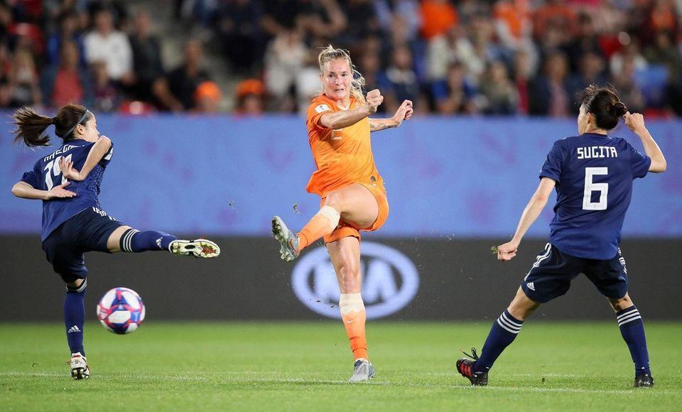 Netherlands' Desiree Van Lunteren, center, gets in a