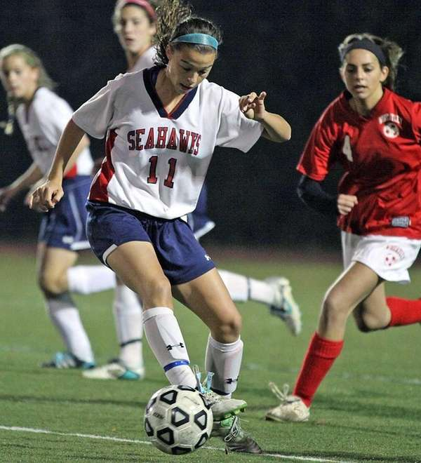 Controlling he ball for Cold Spring Harbor is