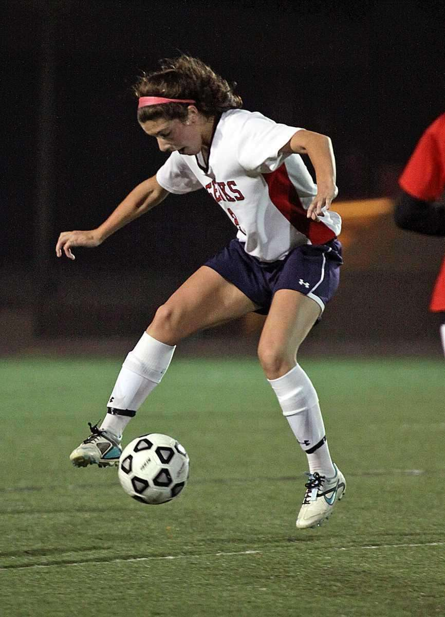 Cold Spring Harbor's Teressa Fazio controls near midfield