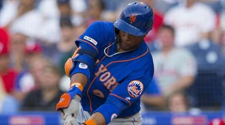 Robinson Cano of the Mets hits an RBI