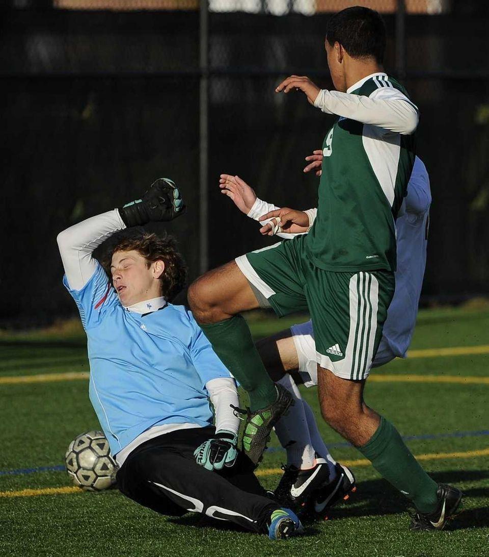 Brentwood's Jonathan Interiano kicks the ball past Ward