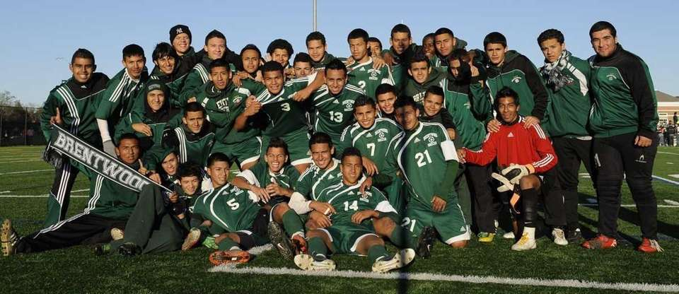 Brentwood players pose after winning 3-2 in overtime