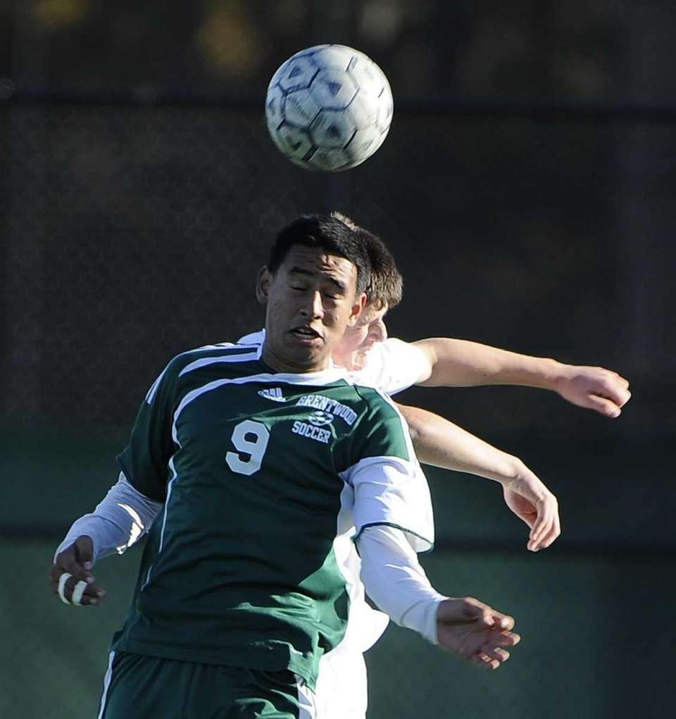 Brentwood's Jonathan Interiano wins a header against Ward