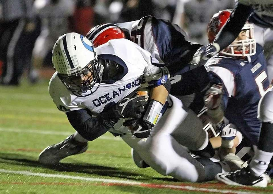 Shane Saucier powers into endzone for an Oceanside