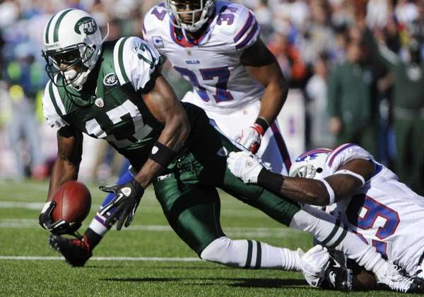 New York Jets' Plaxico Burress (17) is tackled