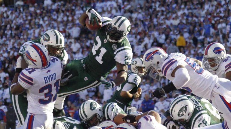 New York Jets' LaDainian Tomlinson scores a touchdown